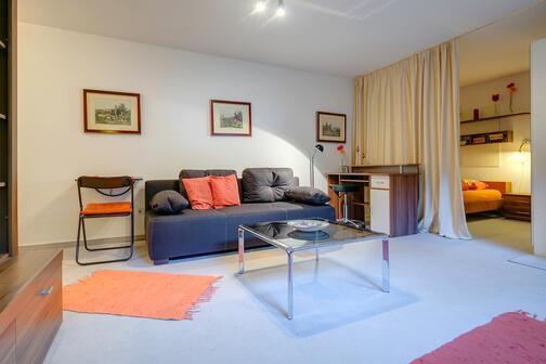 1 5 pi ces appartement au sous sol meubl forfait internet illimit pullach 2191. Black Bedroom Furniture Sets. Home Design Ideas