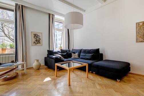 2 pi ces appartement meubl salle de bain avec baignoire munich isarvorstadt 4713. Black Bedroom Furniture Sets. Home Design Ideas